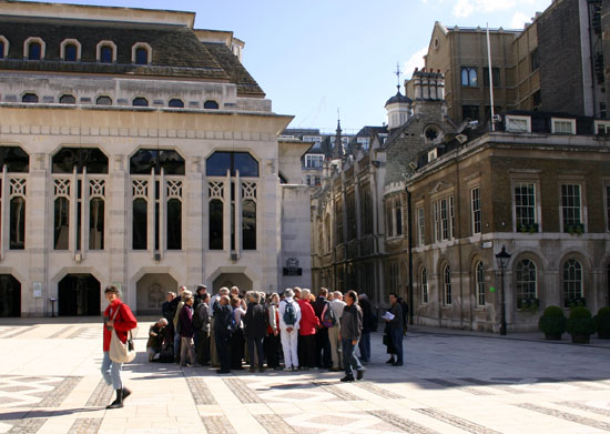 london photos tourists at guildhall